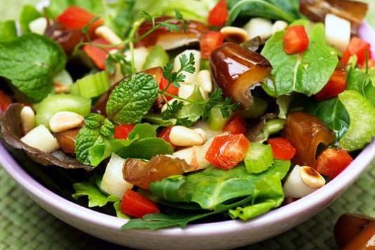 Add the leaves of Ocimum gratissimum to salads- Tips